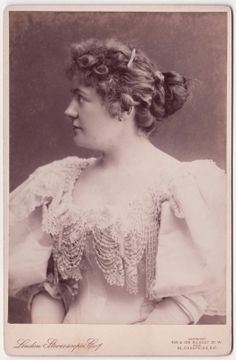 Opera CC: Australian soprano AMY SHERWIN, the TASMANIAN NIGHTINGALE