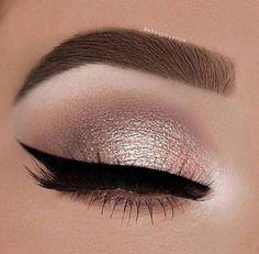 Makeup Eyeliner-Trends, Party-Augen-Make-up, Winged Eyeliner, Wie Hazel Eye Makeup, Natural Eye Makeup, Smokey Eye Makeup, Eyeliner Makeup, Hair Makeup, Makeup Emoji, Makeup For Small Eyes, Golden Eye Makeup, Drugstore Makeup
