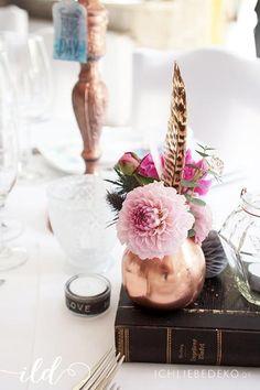 Eine romatische DIY Hochzeitsdeko im Boho-Look in den Farben Rosa, Blau und Kupfer - jetzt im neusten Blogbeitrag.