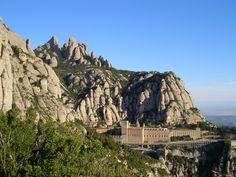 Montserrat is a famous mountain located in the Province of Barcelona that can be seen from miles away with its massive peak of 4000 feet. It is really popular as it is only 60km away from the city and as it shelters the nearly-1000-year-old Benedictine abbey of Santa Maria de Montserrat. If you want to enjoy the legendary mountain off the beaten path, you can also go hiking with Julia and wander through the many paths, stairs, caves, chapels and hermitage of this amazing Natural Park.