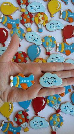 ceramica come mestiere: Piccoli magneti. Aereo, mongolfiera, nuvola, pallo...
