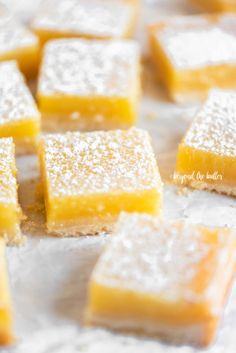 These Super Easy Lemon Bars combine a tart and tangy lemon curd filling with a buttery, shortbread crust. They make the perfect citrus-y treat! Lemon Dessert Recipes, No Cook Desserts, Lemon Recipes, Easy Desserts, Sweet Recipes, Baking Recipes, Cake Recipes, Healthy Recipes, Lemon Cookies