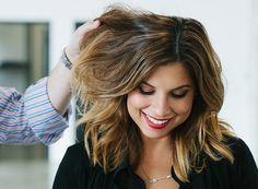 Óleo de coco no cabelo - Há uma tendência de consumo crescente pelo uso dos produtos naturais, simples, especialmente nos cabelos.