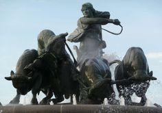 Le Gefionspringvand (« Fontaine de Gefjon») est une fontaine de Copenhague, œuvre du sculpteur Anders Bundgaard (1908). Elle représente la déesse Gefjon labourant la terre avec ses quatre bœufs, donnant ainsi naissance à l'île de Sjælland. Pour en savoir plus: http://www.fafnir.fr/gefionspringvandet.html.
