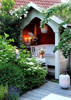 cutte idea for summer garden Farm Gardens, Outdoor Gardens, Garden Cottage, Home And Garden, Outdoor Rooms, Outdoor Living, Arbour Seat, She Sheds, Garden Types