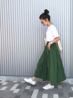 womens fashion winter dressy in 2020 Moda Fashion, Vogue Fashion, Skirt Fashion, Fashion Outfits, Womens Fashion, 80s Fashion, Japan Summer Outfit, Summer Outfits, Red Skirt Outfits
