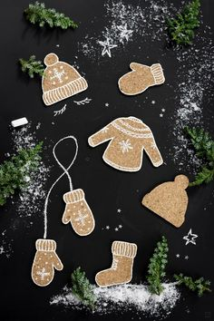 Cork cookies - calorie-free gift tags - Korkanhänger tinker with cork Gift Tags Gifttags Christmas Decorations Winter DIY Instructions Gin - Christmas Gift Wrapping, Christmas Tag, Christmas Crafts, Christmas Decorations, Christmas Ornaments, Christmas Presents, Illustration Noel, 242, Theme Noel