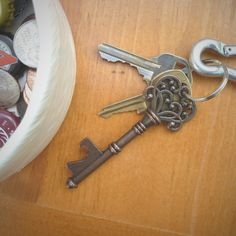 Need a gift idea for the beer lover in your life? Check out this Copper Skeleton Key Bottle Opener - Fancy!