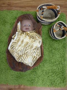 Thinking about traditional indigenous child rearing - baby doll in coolamon in home corner at Pied Piper Preschool Aboriginal Education, Indigenous Education, Aboriginal History, Aboriginal Culture, Aboriginal Art, Play Based Learning, Learning Through Play, Early Learning, Preschool Rooms