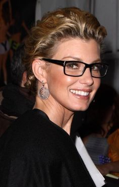 Faith Hill in glasses Faith Hill, Fashion Eye Glasses, The Beauty Department, Wearing Glasses, Glamour, Glasses Online, Girls With Glasses, Womens Glasses, Tips Belleza