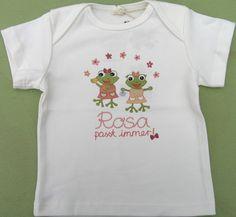 """Baby- und Kinder  T-Shirt """"Rosa passt immer"""" MADE IN GERMANY Material: 100% Türkische Baumwolle Marke: Patu Ärmel: Kurzarm Kragen: Schlupf ab Größe 98/104 Rundhals Aufdruck: """"Rosa passt immer"""" Besonderheit: Keine Etiketten - es kratzt nichts, es muss nichts herausgeschnitten werden und die Größe ist später erkennbar. Ab Größe 98/104 haben die T-Shirts einen Kleks-Stempel.  http://www.geeky-kids.de/product_info.php?info=p30_t-shirt--rosa-passt-immer-.html"""