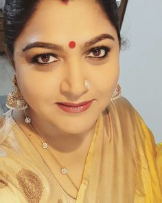 Pretty Eye Makeup Ideas to Try With Sarees Diamond Mangalsutra, Gold Mangalsutra Designs, Gold Earrings Designs, Gold Diamond Earrings, Gold Designs, Silver Earrings, Diamond Bangle, Gold Necklace, Gold Chain Design
