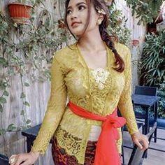 I 💗 Balinese Girls Kebaya Bali, Batik Kebaya, Indonesian Girls, Balinese, Asian Woman, Asian Beauty, Fashion Art, Beautiful Women, Celebrities
