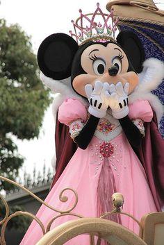 Come & see Princess Minnie at Disneyland Mickey Mouse, Disney Mickey, Disney Pixar, Disney Characters, Disney Cartoons, Walt Disney World, Disney Parks, Disney Land, Disney Dream