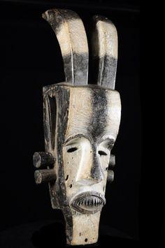 Chez les Fang, comme dans toute société structurée, il convenait de faire régner l'odre par l'intermédiaire des masques. Les masques Fang ne se limitent pas au Ngil et et existe des pièces moins courantes mais tout aussi spectaculaires sinon plus spectaculaires encore. Nous nous attarderons notament sur les masques dits Ekekek ou Bikeghe, qui semblent avoir supplanté les masques du Ngil. Ce sont de grands masques aux contours généralement anguleux.