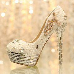 90f4c9d4856 Sapatos de cristal de luxo pérola strass os noiva sapatos de salto alto  sapatos de casamento