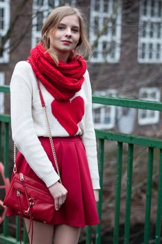 Outfit for Valentine's Day: Heart Sweater, red Mini Mac Minikoff and red Skater Skirt, all red - Hamburg, Streetstyle, Outfit, Blogger