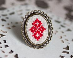 Cocktail ring with red Cross stitch, adjustable ring - Dekoration ,tattoos,frisuren und mehr Hand Embroidery Dress, Hand Embroidery Patterns, Diy Embroidery, Cross Stitch Embroidery, Cross Stitch Patterns, Cocktail Movie, Cocktail Sauce, Cocktail Shaker, Cocktail Recipes