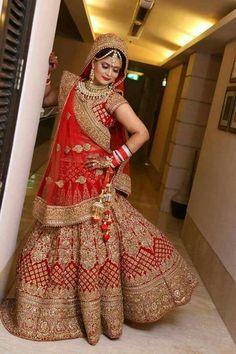 All Ethnic Customization with Hand Embroidery & beautiful Zardosi Art by Expert & Experienced Artist That reflect in Blouse , Lehenga & Sarees Designer creativity that will sunshine You & your Party Worldwide Delivery. Indian Bridal Photos, Indian Bridal Outfits, Indian Bridal Lehenga, Indian Bridal Fashion, Indian Bridal Wear, Pakistani Bridal, Bridal Dresses, Wedding Lehnga, Indian Wedding Bride