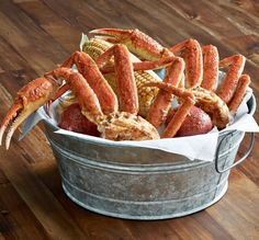My FAAAAVE! Joe's Crab Shack: Queen Crab Bucket (tastes like snow but legs are bigger) Seafood Dishes, Seafood Recipes, Cooking Recipes, What's Cooking, Eat At Joe's, Snow Crab Legs, Joe Crab Shack, King Crab Legs, Food N