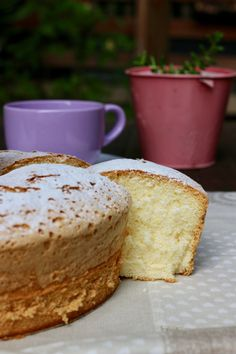 Discover our quick and easy recipe from Financiers to Cook Expert on Current Cuisine! Sweet Recipes, Cake Recipes, Sweetly Cake, Confort Food, White Cakes, Different Cakes, Chiffon Cake, Little Cakes, English Food