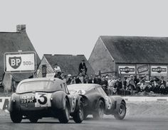 AC Cobra chasing or better hunting down a Ferrari GTO at Le Mans 1963.