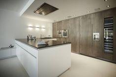 Appartment 2: moderne Küche von Bauer Schranksysteme GmbH