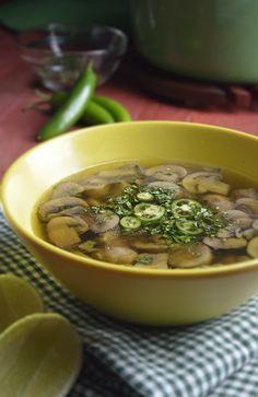 Disfruta en la comodidad de tu casa una tradicional sopa de champiñones en minutos. No te tomará más de 15 minutos hacerla.