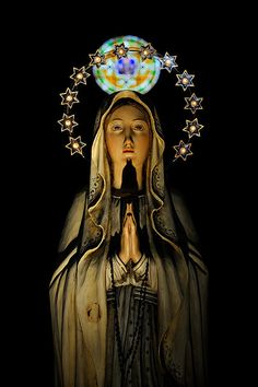I love this so much.  Seventh Crow and Theresa I knew you would love this too.  Love and Light  Blessed Virgin Mary in Siena, Tuscany, Italy