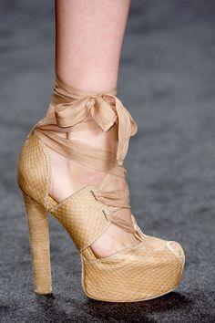 339 Best C H A U S S U R E S images   Beautiful shoes, Fashion shoes ... f3fd20c6a26a