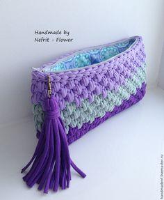 """Купить Вязаный клатч """"Фиолетовый и серый"""" - фиолетовый, в полоску, вязаный клатч, вязаная сумка Love Crochet, Bead Crochet, Crochet Yarn, Crochet Handbags, Crochet Purses, Crochet Designs, Crochet Patterns, Crochet Wallet, Diy Sac"""