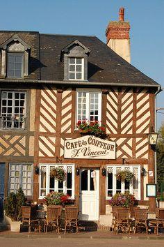 Le Café du Coiffeur - Beuvron-en-Auge, France