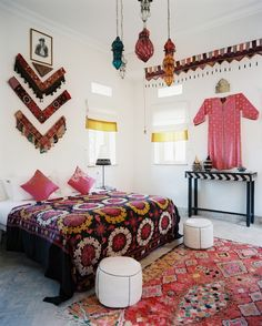 A pattern-filled guest room in shades of black and pink