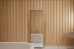 If only my bathroom looked like this. Designed by David Chipperfield for Carine Roitfeld. Minimal and clean with timber cladding and a marble floor. Interior Design Inspiration, Bathroom Inspiration, Big Bathtub, David Chipperfield Architects, Timber Cladding, Timber Panelling, Carine Roitfeld, Parisian Apartment, Bathroom Goals