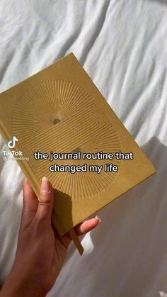 Daily Journal Prompts, Junk Journal, Bullet Journal, Journal Ideas, Ballerina Workout, Therapy Journal, Wellness Plan, Self Esteem Quotes, Things To Do When Bored