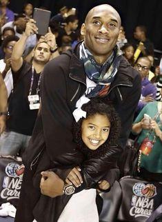Natalia Bryant, Vanessa Bryant, Kobe Bryant Socks, Kobe Brian, Kobe Bryant Pictures, Kobe Bryant Family, Nostalgia, Nike Runners, Daddys Little Girls