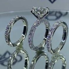 Luxury Engagement Rings, Round Diamond Engagement Rings, Engagement Ring Cuts, Vintage Engagement Rings, Beautiful Wedding Rings, Beautiful Engagement Rings, Gold Platinum, 18k Gold, Pave Ring