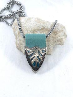 Vintage Western Silver Belt Tip Necklace, Western Jewelry Fiber Art Jewelry, Jewelry Art, Vintage Jewelry, Jewelry Crafts, Jewelry Ideas, Silver Belts, Western Jewelry, Box Chain, Unique Necklaces