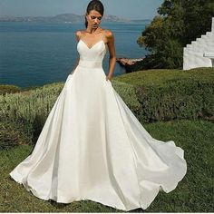 Menos é Mais . . . . . . #eitanoivei#inspireeita#eitainspiracao#casamentododia #vestidodenoiva #noivaperfeita #love #madrinhas #noiva2017#make #eitanoivei#casamentos#weddingday #noivasdoeita#dress#vestidosdenoiva#noivaslindas#aliancas#bolodecasamento#buquedeflores#vestidodenoivas#bahia#belohorizonte#matogrosso#minasgerais#saopaulo#noivas2017#noivasdebelém