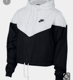 Nike Sportswear Cropped Hooded Windbreaker - Jacken und Blazer - Frauen - Macy & # s Source Hoodie Outfit, Windbreaker Outfit, Womens Windbreaker, Black Windbreaker, Sporty Outfits, Teen Fashion Outfits, Swag Outfits, Trendy Outfits, Cute Nike Outfits
