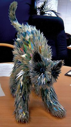 turning old tech into interesting animal sculptures. Using old CDs and other recycled materials, the artist crafts sculptures that are full of color and texture. See more: Incredible Animal Sculptures Made from Broken CDs Sculptures Céramiques, Sculpture Art, Sculpture Ideas, Art Cd, Instalation Art, Cd Crafts, Old Cds, Wow Art, Recycled Art