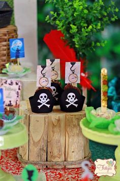Peter Pan Themed Birthday Party via Kara's Party Ideas KarasPartyIdeas.com Printables, tutorials, supplies, desserts, cake, banners, favors, and more! #peterpan #PeterPan #peterpanparty #peterpanbirthday #neverland #captainhook #peterpanpartyideas #peterpancake (27)