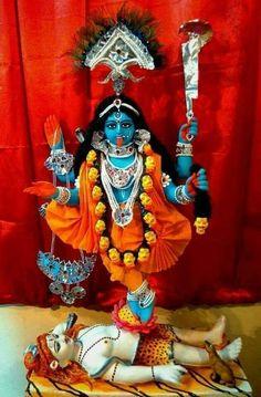Maa Kali HD Pics and Mata Kaali Wallpaper gallery Goddess Kali Images, Maa Kali Images, Indian Goddess Kali, Indian Gods, Kali Hindu, Hindu Art, Maa Kali Photo, Kali Picture, Saraswati Goddess
