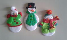 Muñecos de nieve_ Imánes para decorar la nevera, elaborados con foamy.