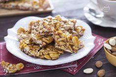 Il croccante alle mandorle è un tipico dolce natalizio,preparato in moltissime regioni d'Italia: un torrone croccante di mandorle e caramello.