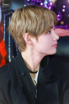 Taehyung ah how can u look cute. Jimin, Bts Bangtan Boy, Bts Boys, V Taehyung, K Pop, Bts Hairstyle, Korean Singer, Hoseok, Marie