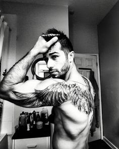 Tattoos Discover Beste angel wings tattoo art - top 150 handsome татуировка к Skull Tatto Neck Tatto Arm Tattoo Sleeve Tattoos Tattoo Art Unique Tattoos Sexy Tattoos Small Tattoos Tattoos For Guys Wing Tattoo Men, Wing Tattoos On Back, Arm Tattoos, Sexy Tattoos, Unique Tattoos, Small Tattoos, Sleeve Tattoos, Tattoos For Guys, Tattoo Wings
