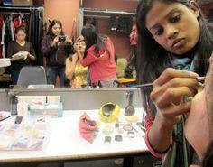 30 Minuten Schminken - für vier Minuten Ruhm auf der Bühne! Foto: Doris Bollywood, India, Pictures, Goa India, Indie, Indian