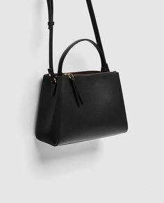 Image 4 of MEDIUM TOTE BAG WITH ZIP from Zara
