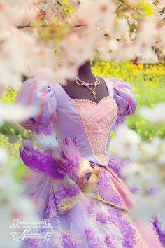 Disney Costumes to Make All Your Dreams Come True Adult Disney Costumes, Disney Cosplay, Chignon Wedding, Hair Wedding, Bridal Hair, Carnaval Costume, Quinceanera Dresses, Quinceanera Ideas, Estilo Disney